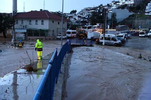 Son Dakika! Selin vurduğu İzmir'de kamu personelleri tam gün idari izinli sayılacak