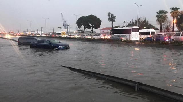 Tunç Soyer İzmir'deki felaketin büyüklüğünü bu sözlerle aktardı: 2020'deki yağışın yüzde 18'i bir gecede yağdı