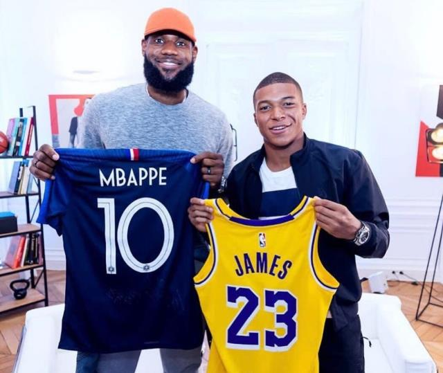 LeBron James, ortağı olduğu Liverpool'a Kylian Mbappe'yi transfer etmek istiyor