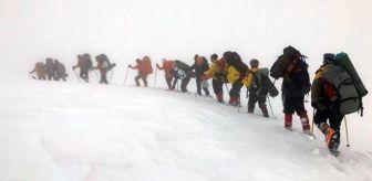 Doğubeyazıt: Ağrı Dağı zirvesine tırmanışa fırtına engeli