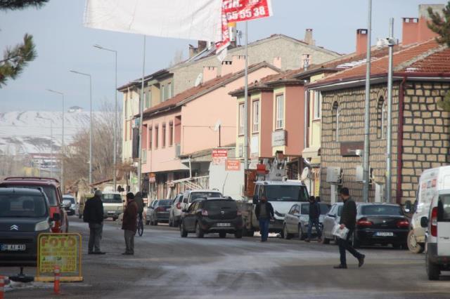 Dün geceden bu yana 28 kez sallanan Kayseri'nin Sarıoğlan ilçesinde vatandaşlar diken üstünde: Ev yıkılıyor zannediyoruz