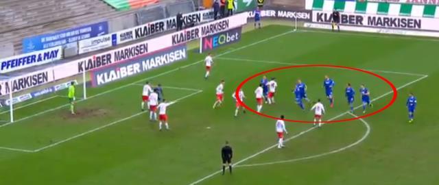 Karlsruhe'li futbolcuların korner taktiği sosyal medyaya damga vurdu