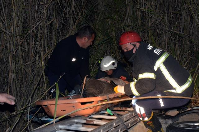 Antalya'da çarpışan iki otomobilden biri dereye uçtu: 6 ölü