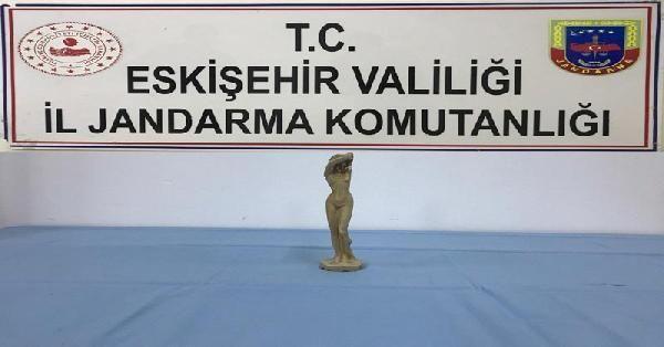 Eskişehir'de Roma dönemine ait heykel ele geçirildi