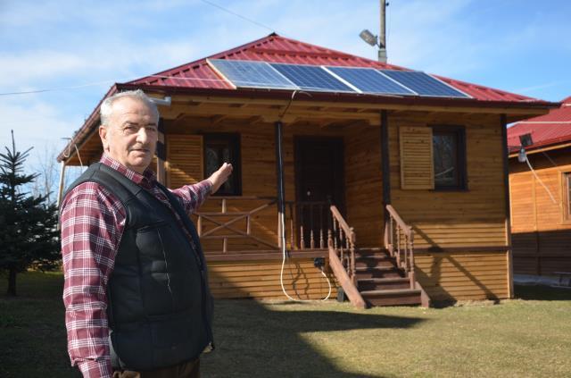 Evine koyduğu güneş panelleri sayesinde 15 yıldır elektrik faturası ödemiyor