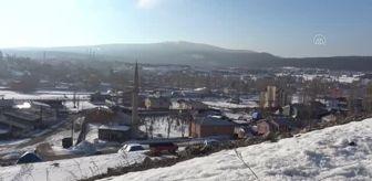 Sarıkamış: Sarıkamış'ta kar ve buz kütleleri şehir dışına taşınıyor