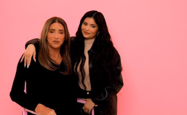 Kylie Jenner, cinsiyet değiştiren babası Caitlyn Jenner'a makyaj yaptı