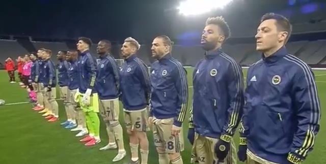 Maç öncesi İstiklal Marşı'nı okumayan Mesut Özil, sosyal medyada linç yedi