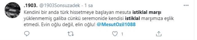Mesut Özil'in İstiklal Marşı esnasındaki tavırları tepki çekti