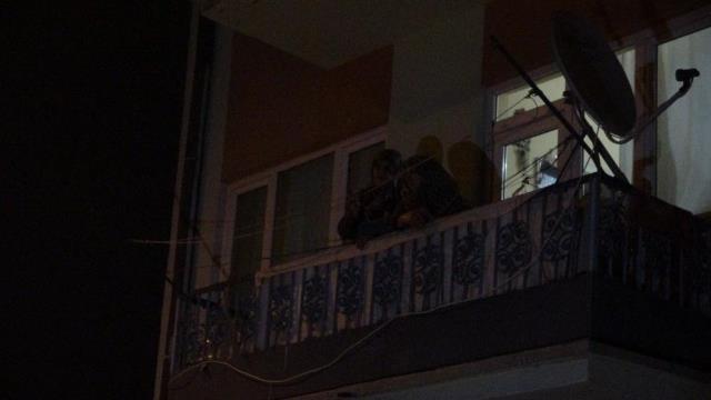 Oğlu 3. kattan atladı, anne gözyaşları içinde izledi