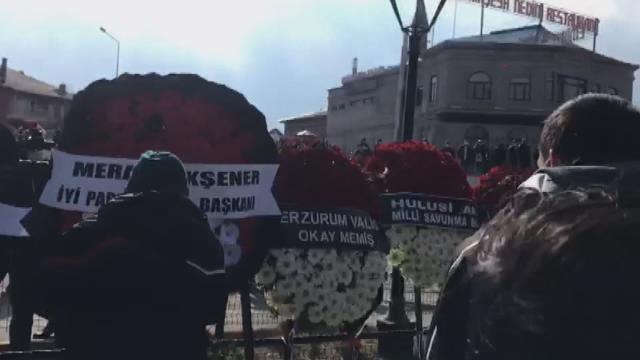 Gara şehidinin cenazesinde gerginlik! Şehit yakını Meral Akşener'in gönderdiği çelengi parçalamaya çalıştı