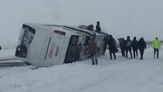 Fatsa Belediyespor'u taşıyan otobüs şarampole yuvarlandı! Şoför yaralandı