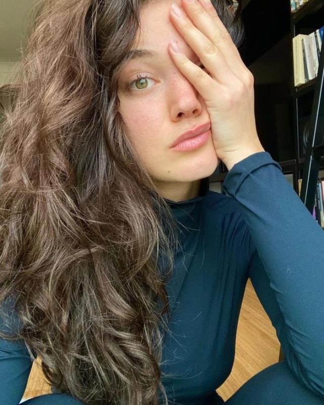 Kırmızı Oda'nın Nazlı'sı Pınar Deniz makyajsız pozlarıyla hayranların mest etti