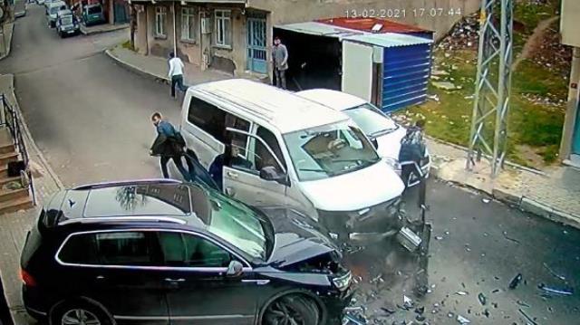 Önce polis arabasına çarptılar sonra cipe! Avcılar'da film gibi kovalamaca