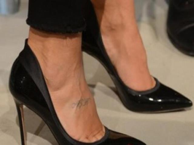 Hadise'nin aşk yazılı dövmesi takipçilerinin dikkatiyle ortaya çıktı