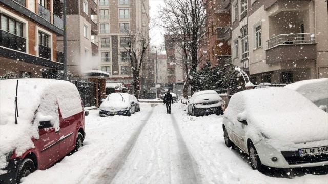 İstanbul'u etkisi altına alan kar, eziyete dönüştü! Trafik yoğunluğu %70'e ulaştı