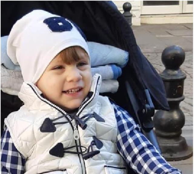 4 yaşındaki oğullarıyla birlikte evlerinde katledilen Tokkal ailesi son yolculuğuna uğurlanıyor
