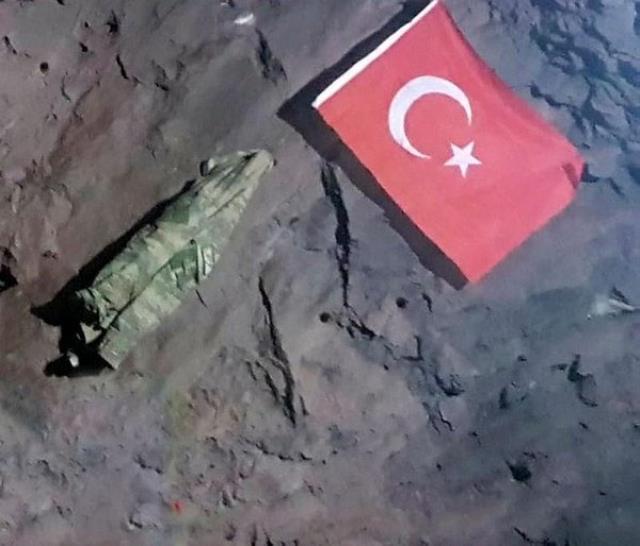 Gara'da şehit düşen Yüzbaşı Burak Coşkun PKK elebaşı Karayılan'ın mağarasına Türk bayrağı asmış