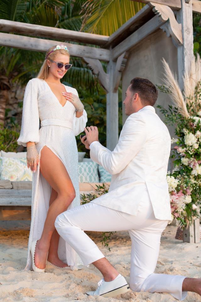 Paris Hilton kimdir? Kaç yaşında, nereli, mesleği nedir? Paris Hilton nişanlandı mı? Kiminle nişanlandı?