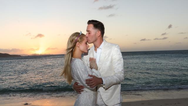 Ünlü yıldız Paris Hilton, Carter Reum ile nişanlandı
