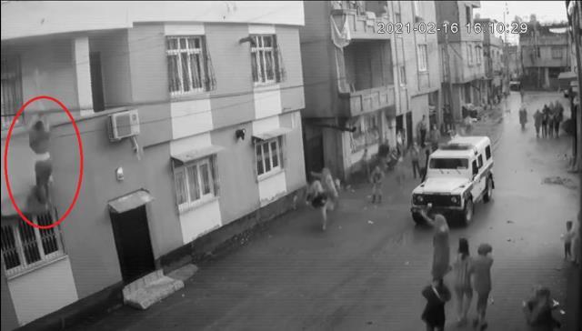 Eşi tarafından darbedildiği için balkondan atlayan kadının şiddeti gururu yediremediği için atladığı ortaya çıktı