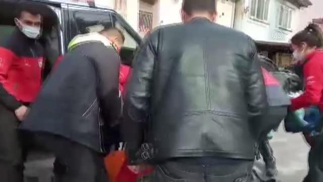 Bacağı alçılı adam arama kurtarma ekiplerince evine götürüldü
