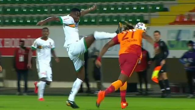 In the position where Luyindama was covered in blood, there was no red card!  The fans went crazy