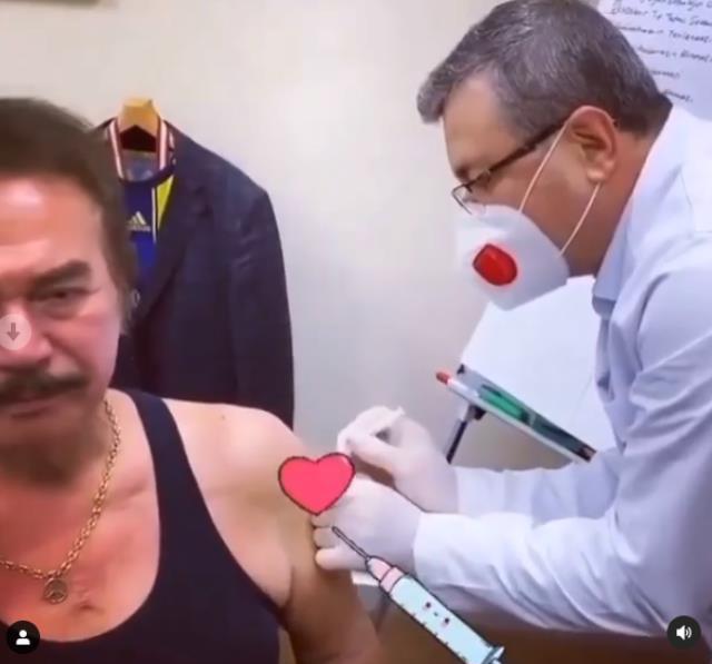 Usta sanatçı Bülent Ersoy koronavirüs aşısı oldu