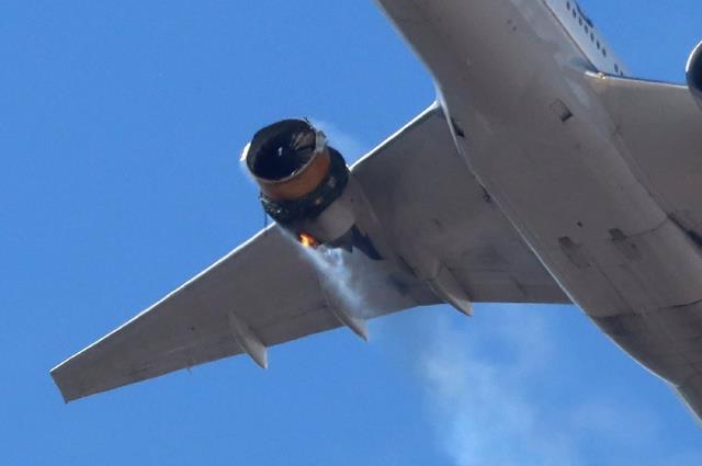ABD'de büyük panik! 231 yolcu taşıyan uçağın motoru havada patladı