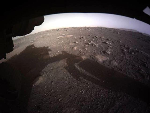 Azim, Mars'tan İlk Renkli Fotoğrafı Gönderdi