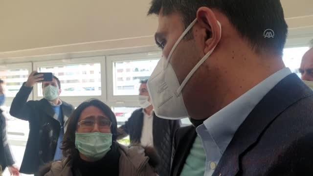 Son dakika haber! Bakan Kurum, Rıza Bey Apartmanı enkazında çocuklarını ve annelerini yitiren aileyle buluştu