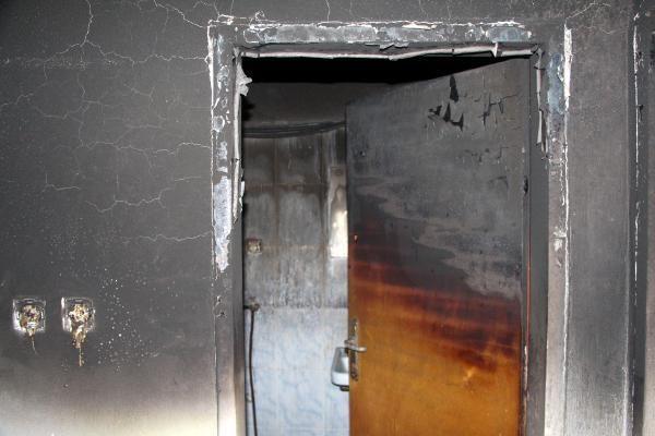 Evi ve eşyası yangında kül olan aile yardım bekliyor