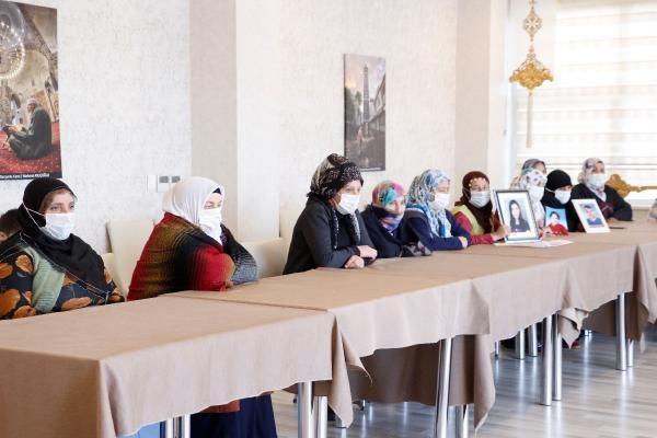 Son dakika gündem: Evlat nöbetindeki anneden, Gara'ya giden HDP'li Taşdemir'e tepki
