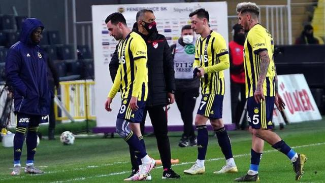 In Fenerbahçe, Thiam and Caner reacted to their removal from the game