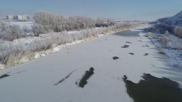 Türkiye'nin en soğuk noktasında havaya atılan su yere buz taneciği olarak düştü