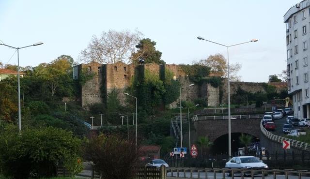 700 yıllık kale dedesinden genç kadına miras kaldı