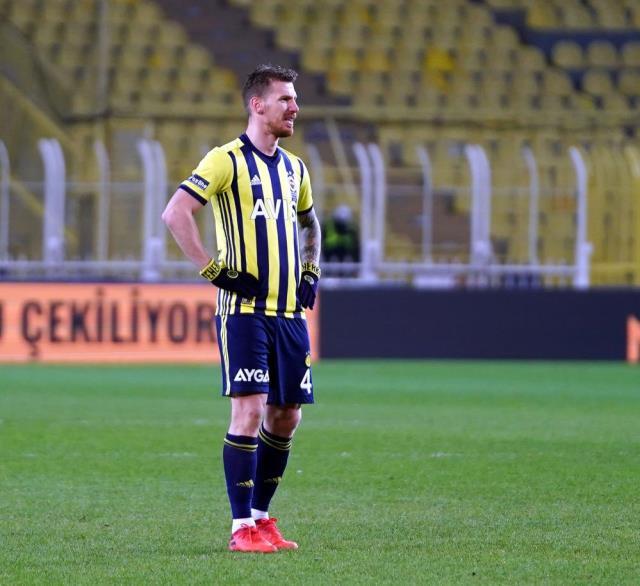 Fenerbahçe Teknik Direktörü Erol Bulut, Kadıköy'de yenilme rekoruna ortak oldu