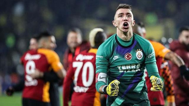 Galatasaray extends Fernando Muslera's contract