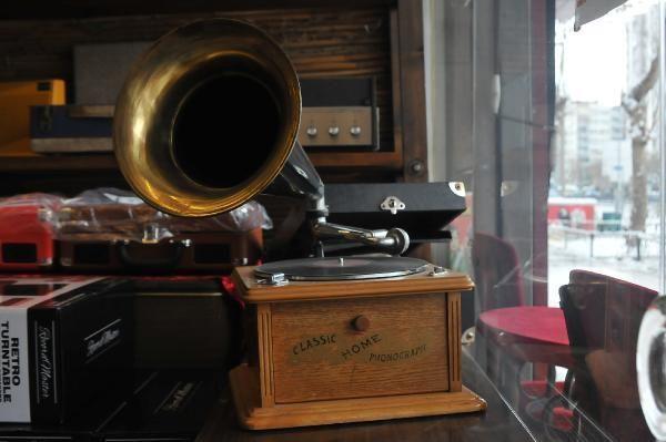'Pikap ve gramofonu tamir ettirdikten sonra başında ağlayanlar var'