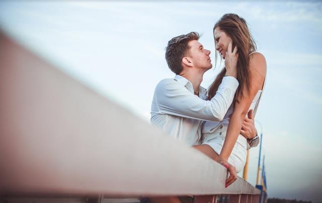 Rüyada sevgili görmek ,rüyada eski sevgiliyi görmek ne demektir? Rüyada arkadaşınla sevgili olmak neye işaret eder? Rüyada eski sevgiliye dair şeyler!