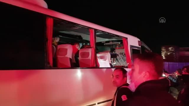 Tırla çarpışan özel halk otobüsündeki 6 kişi yaralandı