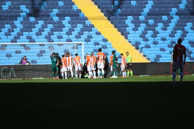 Adanaspor goalkeeper Goran Karacic was hospitalized after getting worse in the Giresunspor match