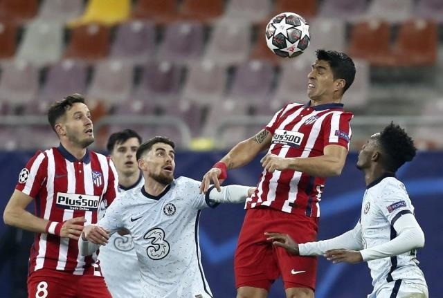 Lewandowski made the history of the Champions League on the night the away teams won
