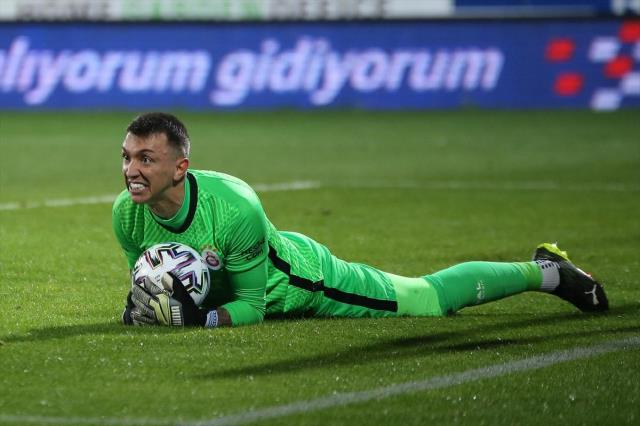 Muslera will be in the history of the Super League after 1 match!  Citizenship detail drew attention
