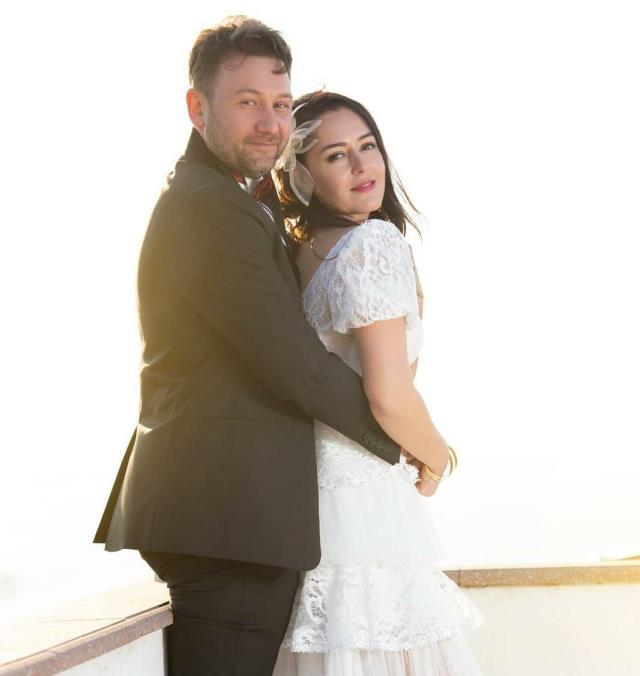 Oyuncu Gözde Okur, gençlik aşkıyla nikah masasına oturdu
