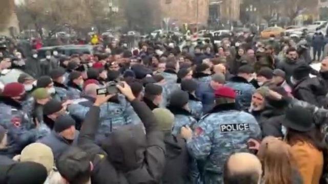 Ermenistan ordusu Başbakan Paşinyan'ı neden istifaya davet etti? İşte ülkeyi karıştıran darbe girişiminin perde arkası