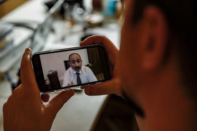 Son Dakika! 'Ülkede darbe girişimi var, sokağa çıkın' diyen Paşinyan, istifasını isteyen Genelkurmay Başkanı'nı görevden aldı