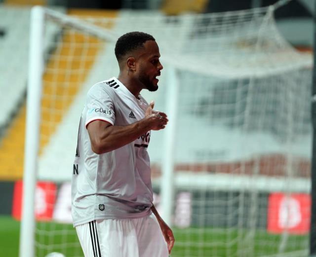 Defeated Denizlispor 3-0 in Beşiktaş field and became partner again