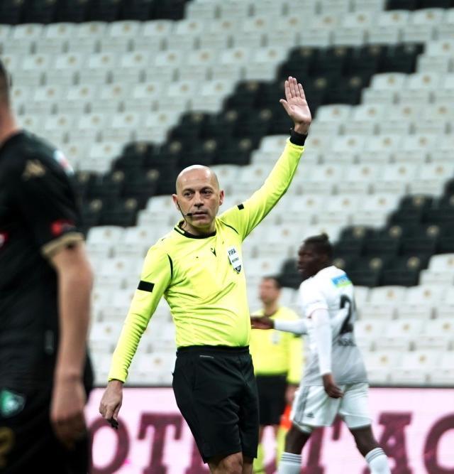 Sergen Yalçın reacted to the referee of the match, Cüneyt Çakır, after Larin's canceled goal.