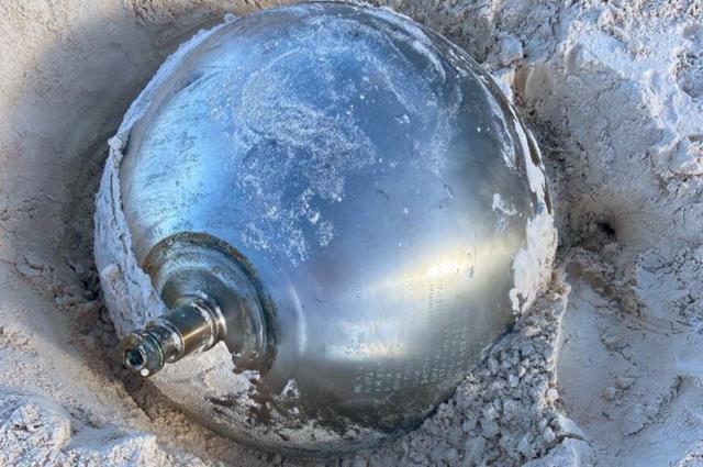 Bahamalar'daki sahilde üzerinde Rusça yazılar olan gizemli bir titanyum küre bulundu